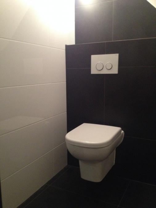 Witte uitgeest compleet nieuw toilet voor - Renovatie wc ...